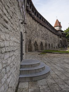 Walk on the fortress wall